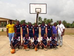 grâce au LABC, de vraies équipes de basket au lycée de Grand-Popo!
