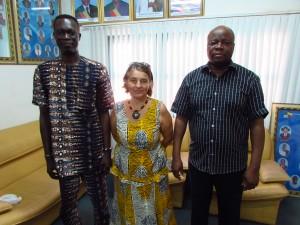 avec le maire de Grand-Popo (à droite), la présidente de M'AKAKO (au milieu) et le directeur exécutif de l'ONG I.D.E.E.S. (à gauche)